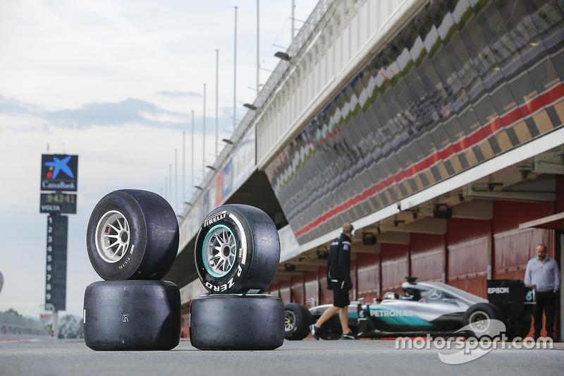 2017 y 2016 Neumáticos Pirelli