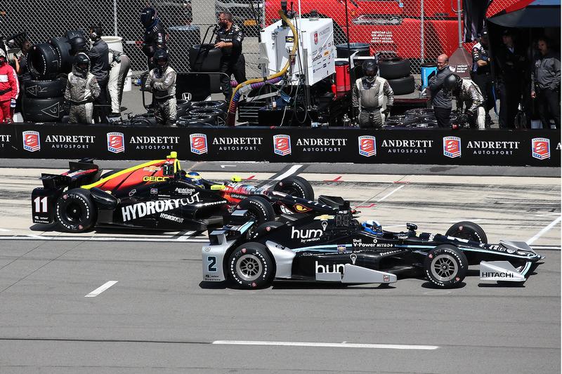 Juan Pablo Montoya, Team Penske Chevrolet, Sébastien Bourdais, KV Racing Technology Chevrolet, pit action