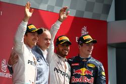 Race winner Lewis Hamilton, Mercedes AMG F1 W07; second place Nico Rosberg, Mercedes AMG Petronas F1