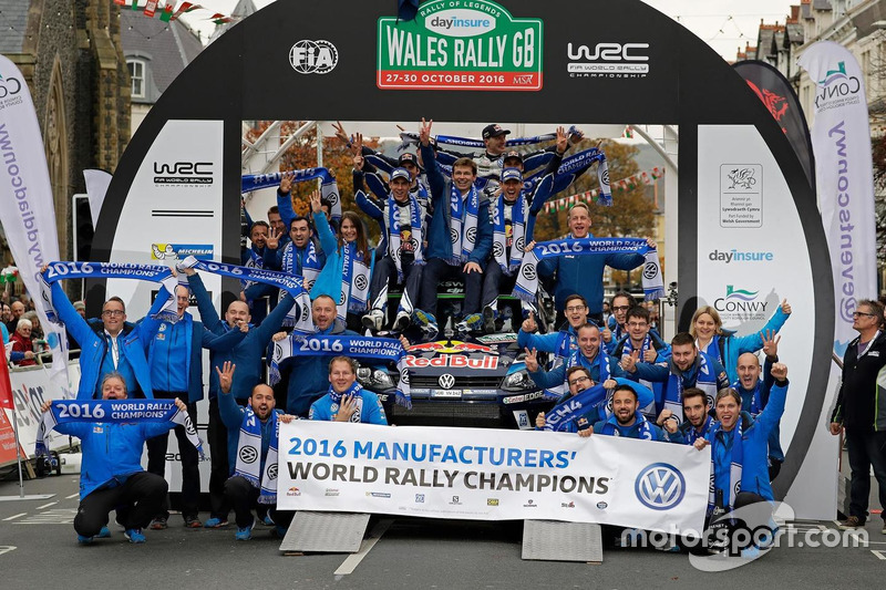 Volkswagen Motorsport feiert den Gewinn der WRC-Herstellerwertung 2016