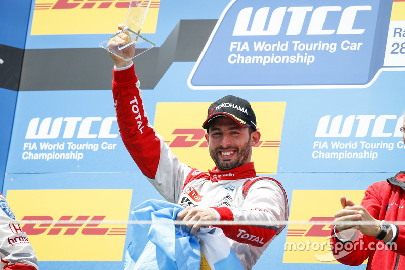 Podium: Race winnner José María López, Citroën World Touring Car Team, Citroën C-Elysée WTCC