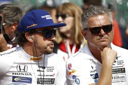 Гонщик Andretti Autosport Honda Фернандо Алонсо и Жиль де Ферран