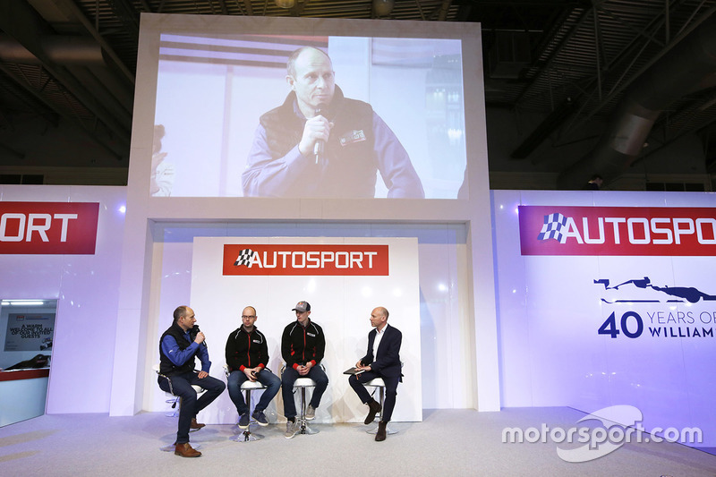Elfyn Evans, Daniel Barritt, DMACK World Rally Team y Ben Taylor con Toby Moody en el escenario de A