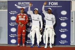 Обладатель поул-позиции Валттери Боттас, Mercedes AMG F1, второе место – Льюис Хэмилтон, Mercedes AMG F1, Себастьян Феттель, Ferrari, – третье место