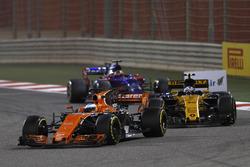 Fernando Alonso, McLaren MCL32, Jolyon Palmer, Renault Sport F1 Team RS17 y Daniil Kvyat, Scuderia Toro Rosso STR12
