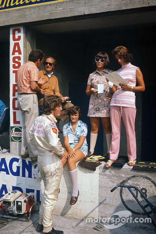 Jochen Rindt, Lotus 72C-Ford, mit Colin Chapman, Hazel Chapman und deren beiden Töchtern