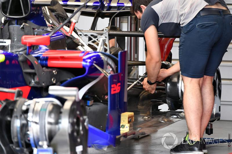 Детали центральной части Toro Rosso STR12