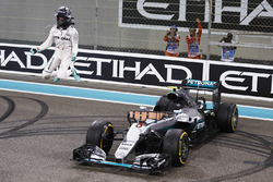 Second placed Nico Rosberg, Mercedes AMG F1 W07 Hybrid celebrates his World Championship at the end of the race