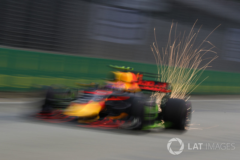 Max Verstappen, Red Bull Racing RB13 sparks