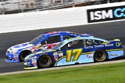 Ricky Stenhouse Jr., Roush Fenway Racing Ford and A.J. Allmendinger, JTG Daugherty Racing Chevrolet