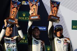 LMGTE Am podio: segundo lugar Mok Weng Sun, Matt Griffin, Keita Sawa, Clearwater Racing