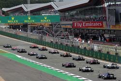 Старт гонки, лидирует Льюис Хэмилтон, Mercedes AMG F1