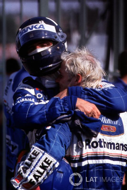 Деймон Хілл, (Arrows) і Жак Вільньов (Williams) після фінішу