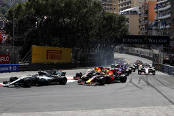 Старт гонки: Валттери Боттас, Mercedes AMG F1 W08