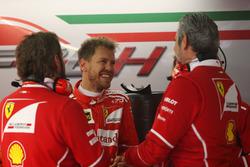 Sebastian Vettel, Ferrari, avec Maurizio Arrivabene, Team Principal, Ferrari