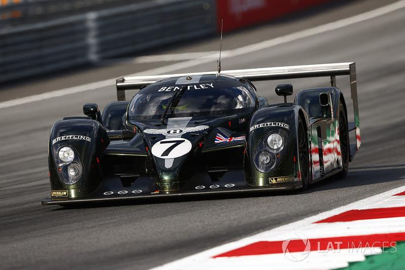 Гай Смит за рулем Bentley Speed 8, выигравшего «24 часа Ле-Мана» 2003 года