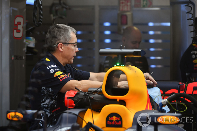 Red Bull Racing RB13, mecánicos