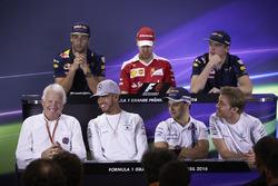 Пресс-конференция FIA: Даниэль Риккардо, Red Bull Racing; Себастьян Феттель, Ferrari; Макс Ферстаппе