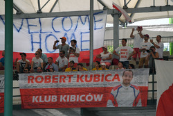 Robert Kubica, Renault Sport F1 Team RS17 fans and banners
