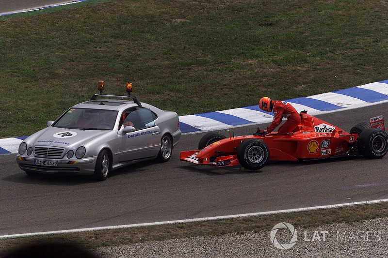 Nach dem Unfall: Michael Schumacher, Ferrari F2001