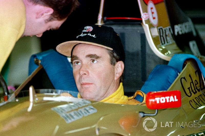 Nigel Mansell dans le cockpit de la Jordan Peugeot