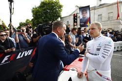 Валтері Боттас (Mercedes AMG) дає інтерв'ю