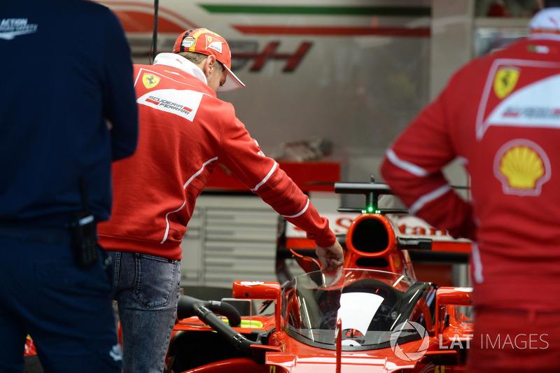 Sebastian Vettel, Ferrari, am Ferrari SF70-H mit Cockpitschutz Shield