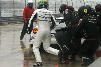 #63 Scuderia Corsa Ferrari 488 GT3: Cooper MacNeil, Toni Vilander, Jeff Westphal pit stop