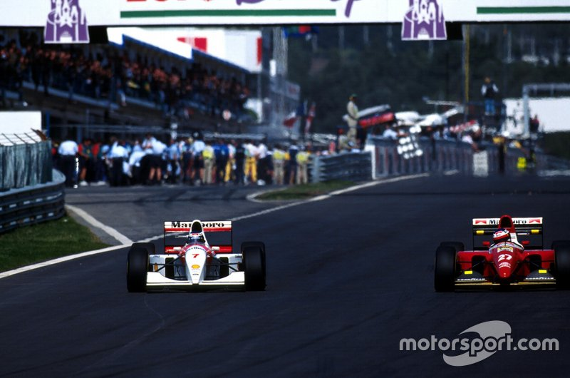 Mika Hakkinen battles with Jean Alesi