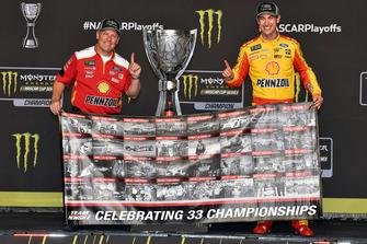 NASCAR Cup-Champion 2018: Joey Logano, Team Penske, Ford Fusion, mit Todd Gordon
