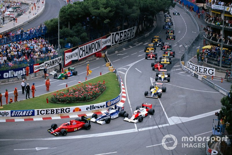 Alain Prost, Ferrari 641/2, heads Jean Alesi, Tyrrell 019 Ford, Gerhard Berger, McLaren MP4-5B Honda leads at the start