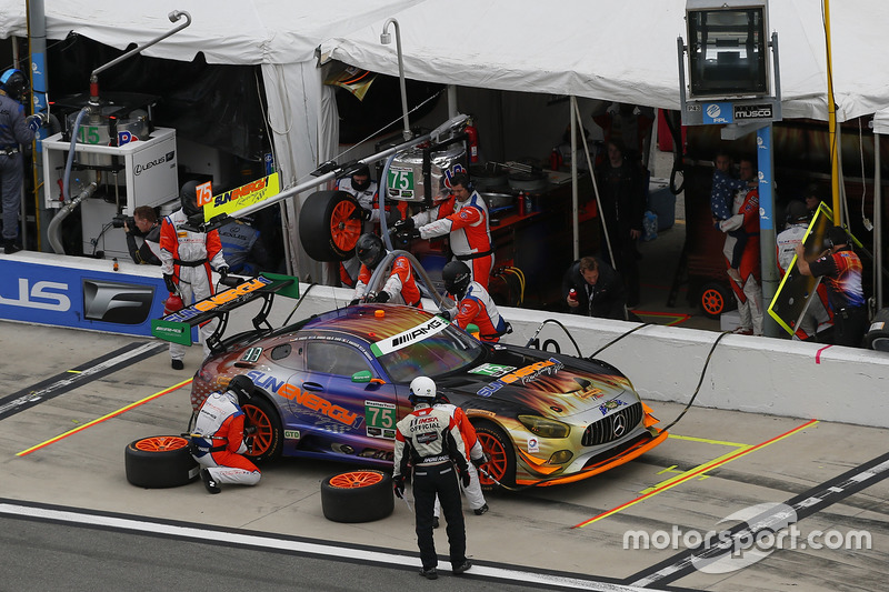 #75 SunEnergy1 Racing Mercedes AMG GT3: Boris Said, Tristan Vautier, Kenny Habul, Maro Engel, pit actie