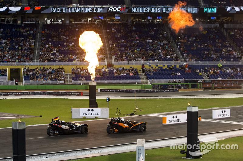 Felipe Massa en Pascal Wehrlein, in de Polaris Slingshot SLR