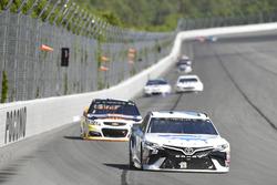 Gray Gaulding, BK Racing Toyota, Chase Elliott, Hendrick Motorsports Chevrolet