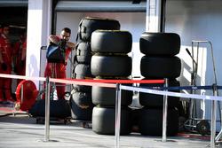 Ferrari mechanic and Pirelli tyres