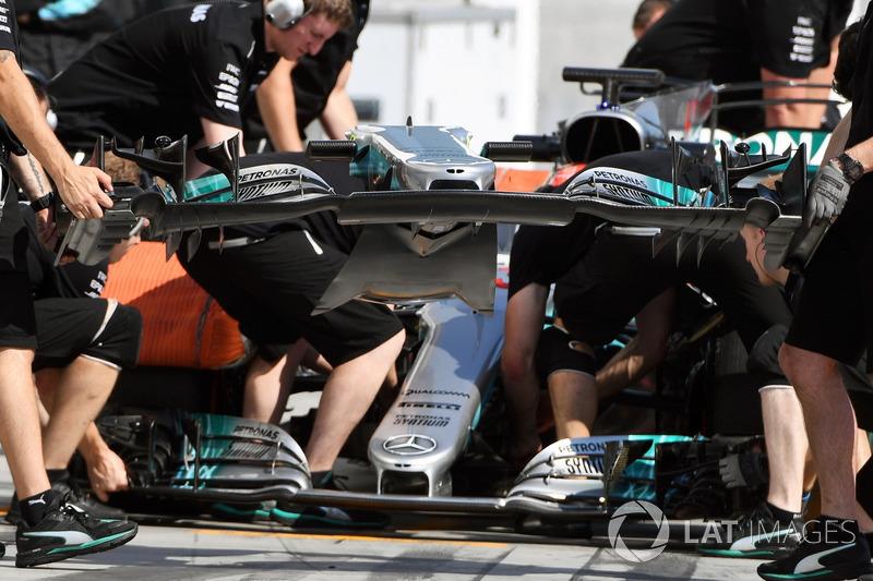 Mercedes-Benz F1 W08, Tausch des Frontflügels