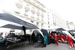Команди Mercedes AMG F1 та Ferrari