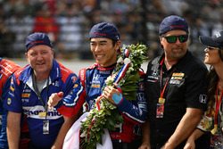 Takuma Sato, Michael Andretti, Andretti Autosport team owner celebrates the win on track with Michael Andretti, Andretti Autosport team owner at the yard of bricks