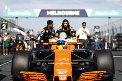 Fernando Alonso, McLaren MCL32, arrives on the grid
