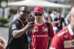Kimi Raikkonen, Ferrari, selfie con i fan