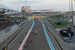 Lewis Hamilton, Mercedes-Benz F1 W08  on lap one