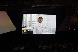 Yılın yarış pilotu ödülü sahibi Lewis Hamilton