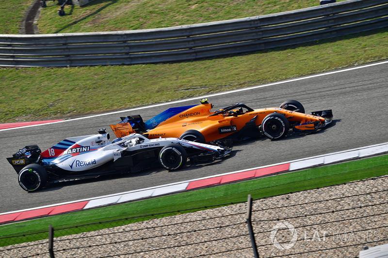 Lance Stroll, Williams FW41 y Stoffel Vandoorne, McLaren MCL33
