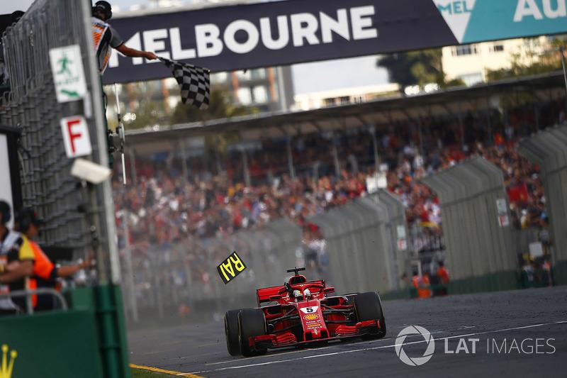 Terceiro do grid, Sebastian Vettel superou Hamilton, que enfrentou problemas com o desgaste dos pneus, e cruzou a linha de chegada em primeiro