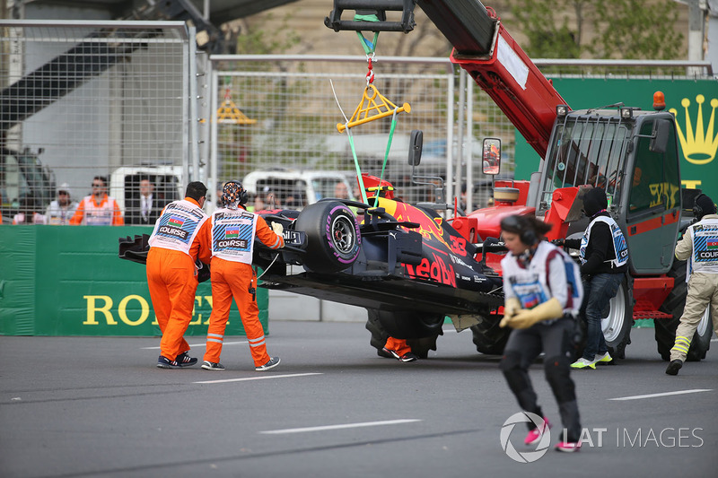 The crashed car of Max Verstappen, Red Bull Racing RB14 is recovered