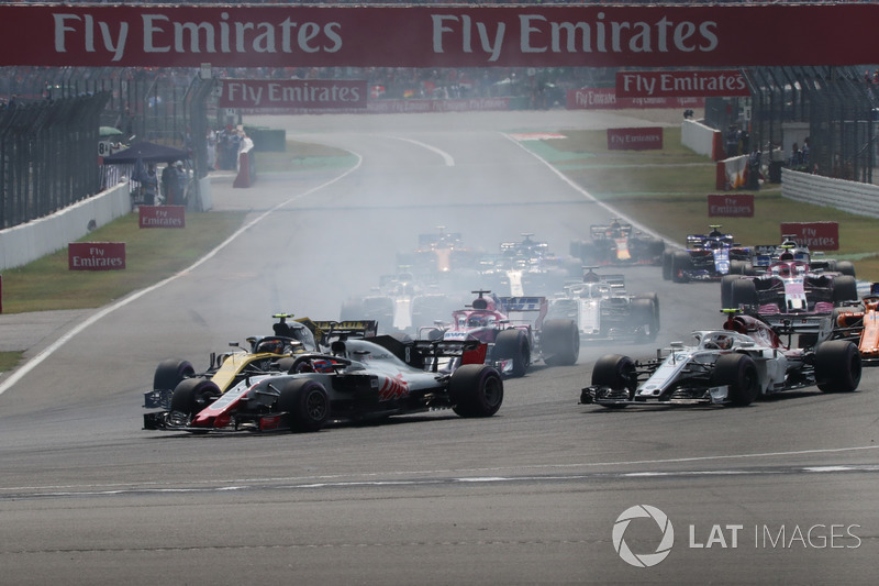 Romain Grosjean, Haas F1 Team VF-18, Carlos Sainz Jr., Renault Sport F1 Team R.S. 18 e Charles Leclerc, Sauber C37