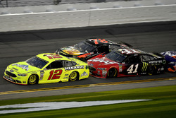 Ryan Blaney, Team Penske Ford Fusion, Martin Truex Jr., Furniture Row Racing Toyota, and Kurt Busch, Stewart-Haas Racing Ford Fusion