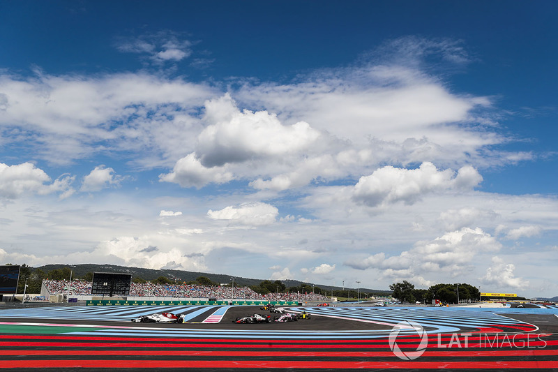 Marcus Ericsson, Sauber C37, Romain Grosjean, Haas F1 Team VF-18, y Sergio Perez, Force India VJM11