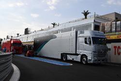 Un camion Mercedes AMG F1
