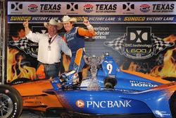 1. Scott Dixon, Chip Ganassi Racing Honda, mit Chip Ganassi